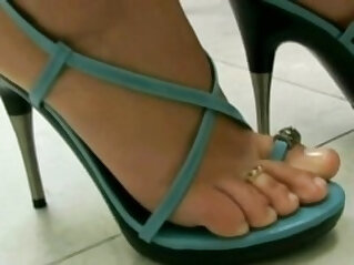 Brazilan Lesbians in Foot Worship
