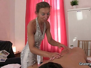 He nails her old pussy from behind