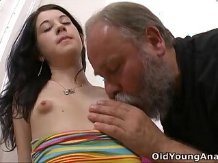 alt und jung - Olga has her breasts licked by older man