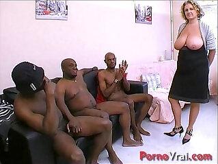 Cougar en GB black ! Squirt et nichons enormes !!! French amateur
