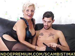 SCAMBISTI MATURI Hardcore fucking myself with blonde granny Shadow