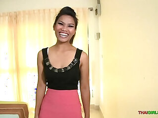 Sex with hot Thai babe is all smiles in the Land of Smiles