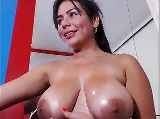 Hot black girl gets her pussy masturbation